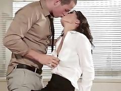 female kissing