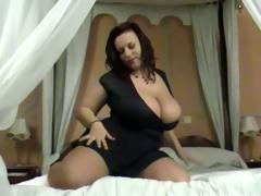 big natural tits cougar