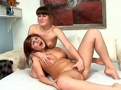 girls lesbian teen